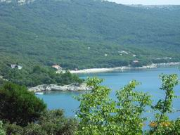 Island Cres - view of Ustrine beach